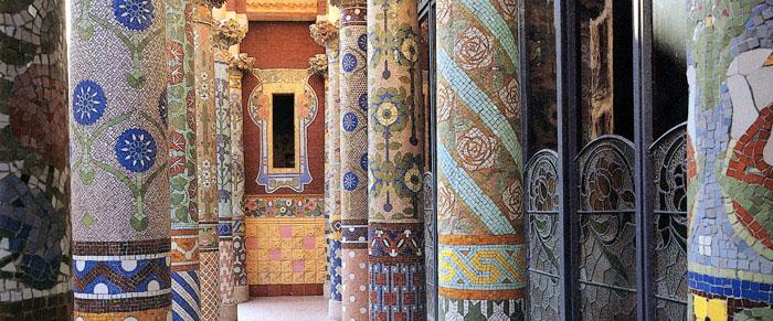 Columnas con mosaicos